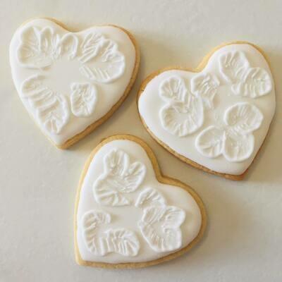 Lot de 10 biscuits cœur dentelle spécial mariage