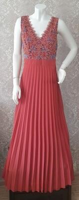 Puošni ilga suknelė