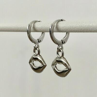 Lippen oorbellen zilver