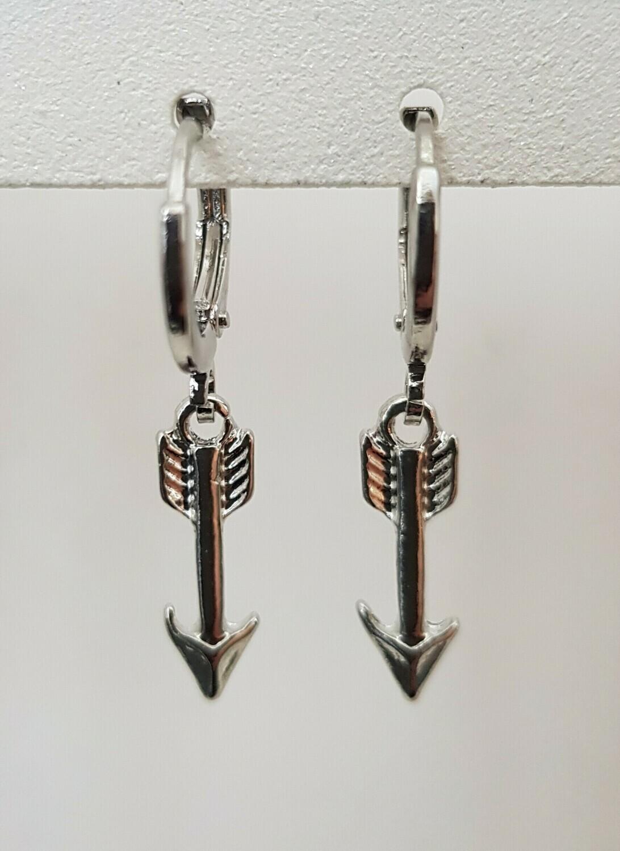 Mini arrow oorbellen zilver