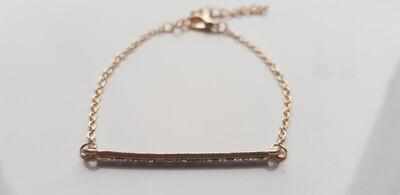 Small line met steentjes armband goud