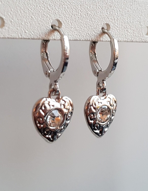 Hartjes oorbellen diamant steen zilver