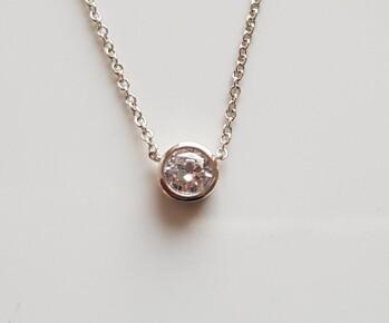 Dotje halsketting met diamant steentje zilver
