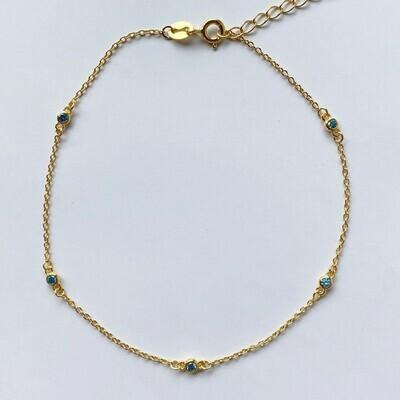 Enkelbandje met licht blauw tiny strass steentjes 925 sterling zilver/goud