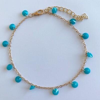 Goud enkelbandje met blauwe kraaltjes