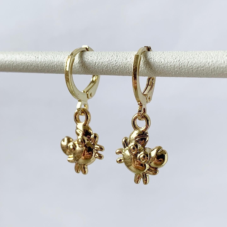 Tiny crab oorbellen goud