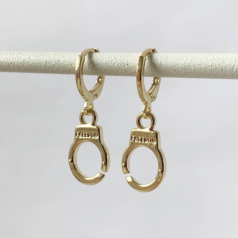 Handboeien oorbellen goud