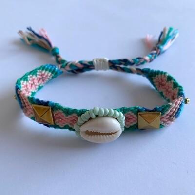 BOHO geweven armbandje met schelp met goud detail