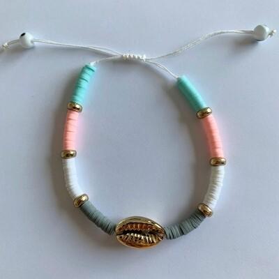 Gekleurd armbandje met schelp roze/wit/groen