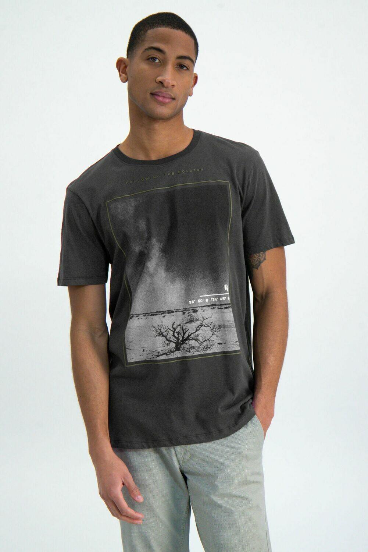 T shirt print shadow