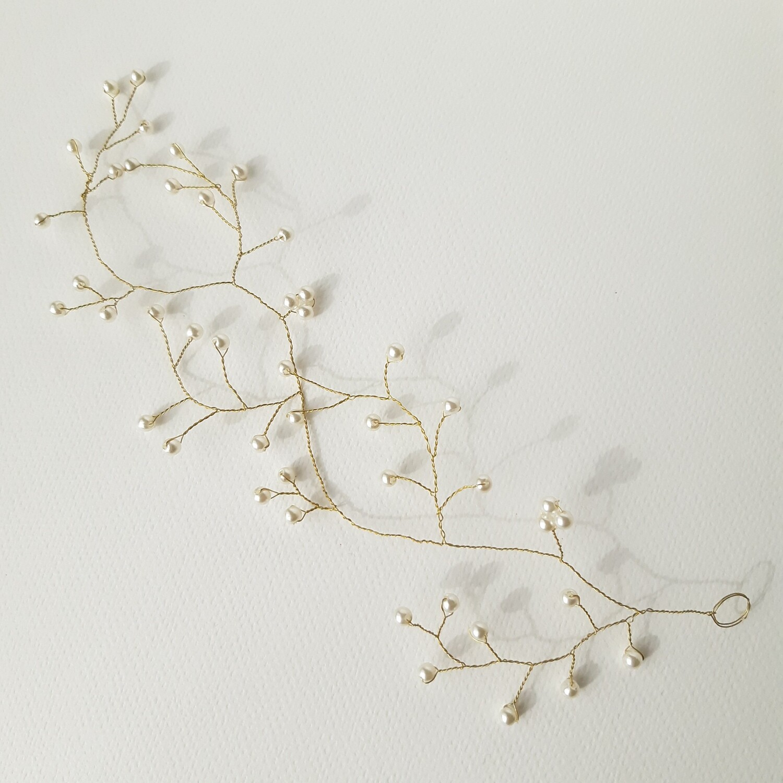 Haarjuweel -  rank met fijne parels en goud gecoate draad