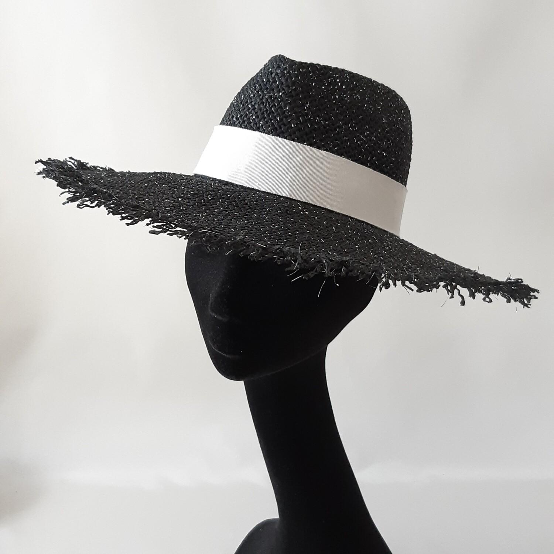Zomer hoed -  Fedora met brede gerafelde  rand in papyrus
