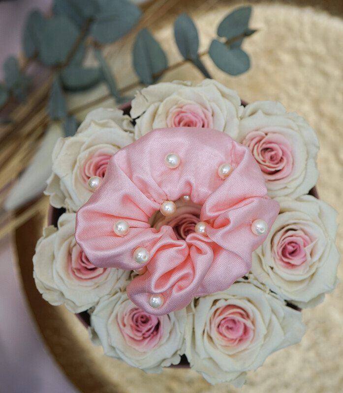 Scrunchie Satin Rosa with Pearls