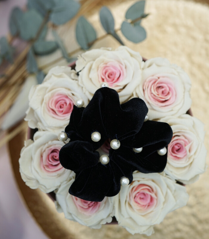 Scrunchie Black Velvet with Pearls