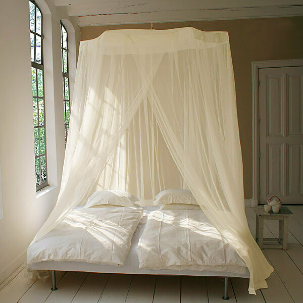 Majestic bed screen