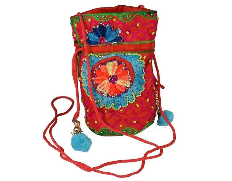 Shoulder pom bag flower