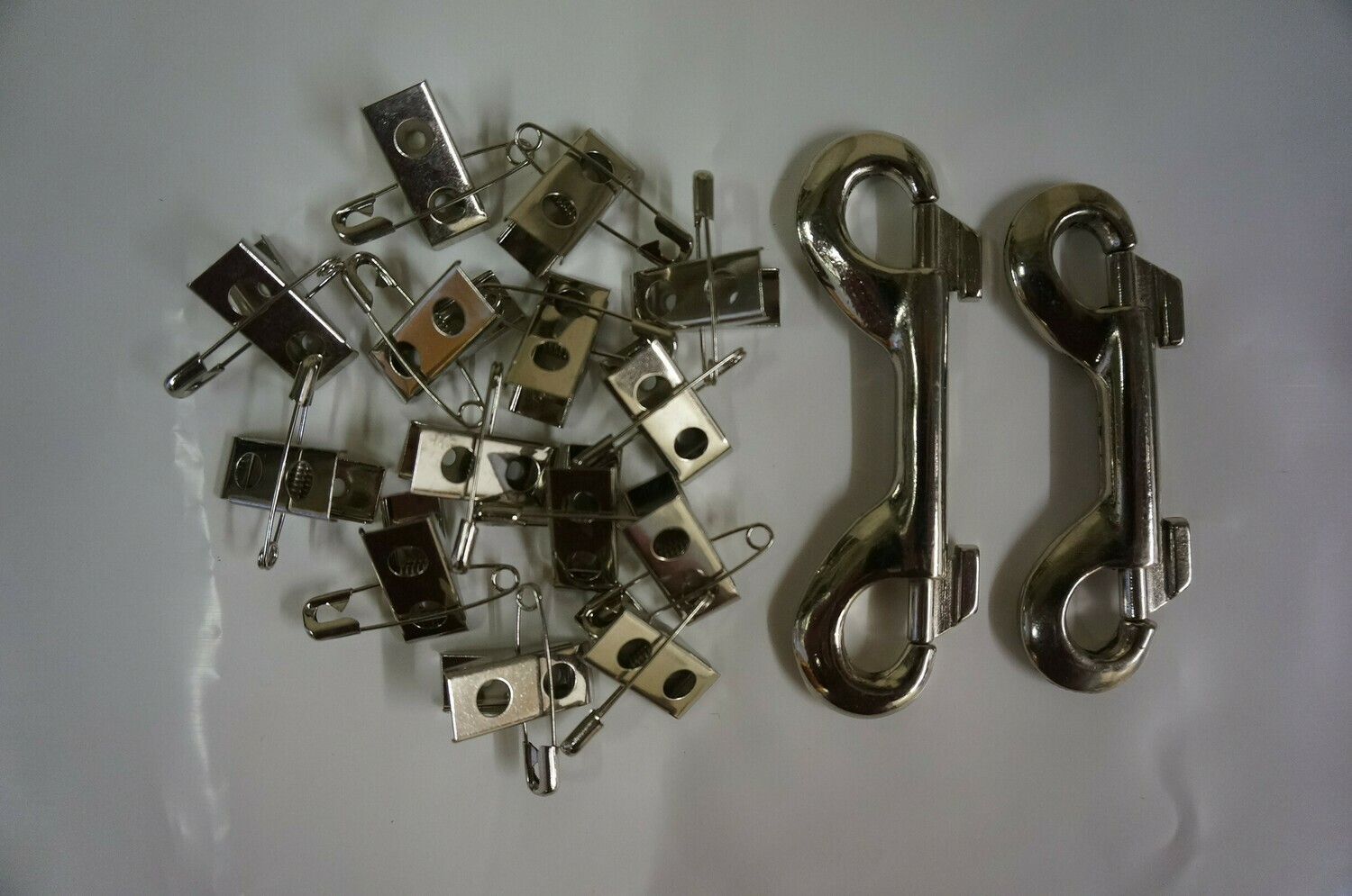 Stainless Steel : Pet Show Breed - Card / Ring Clips - Ref (1306) + Nickel Plated : Double Ended Spring Loaded Hooks – Ref (7100)