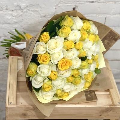 Букет из 51 бело-желтой розы микс