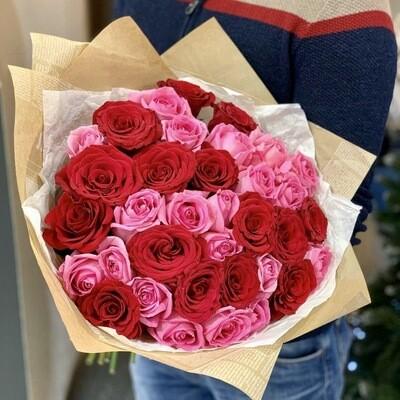 Букет из 35 красно-розовых роз