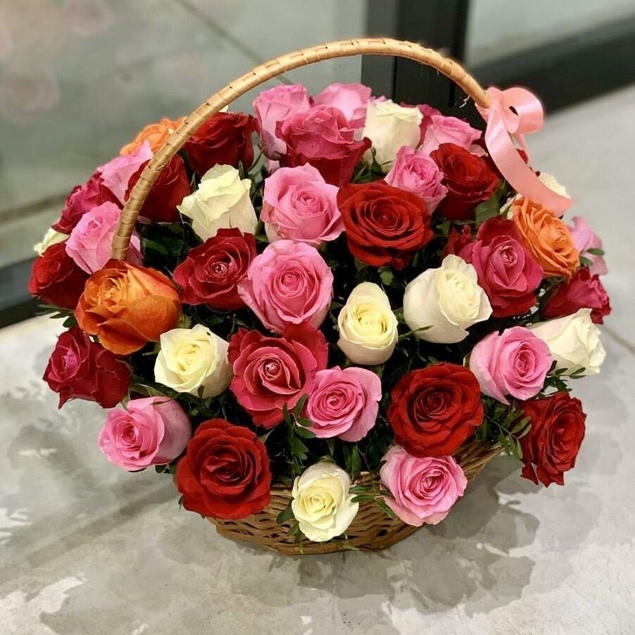 Корзина из 51 розы микс