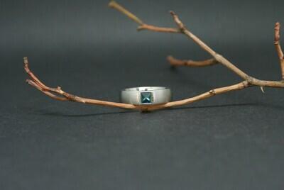 Ring aus Palladium mit einem Turmalin