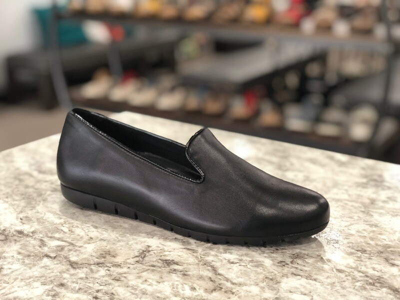 Bruselas Black Leather Loafer