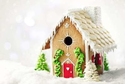 By Sweetly Does It -Gingerbread House Cutter Cookie -Σετ 7 κουπ πατ για Mπισκοτόσπιτο 13.5εκ Χ 21εκ Χ 25.5εκ ∞