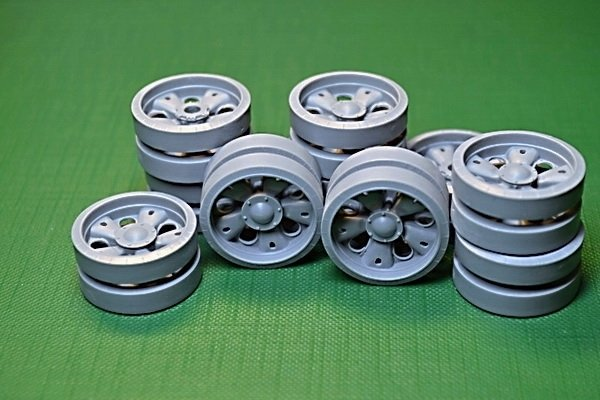 Miniarm 1/35 T-55AM Road Wheels set,16 pcs standard & 4 pcs reinforced hub