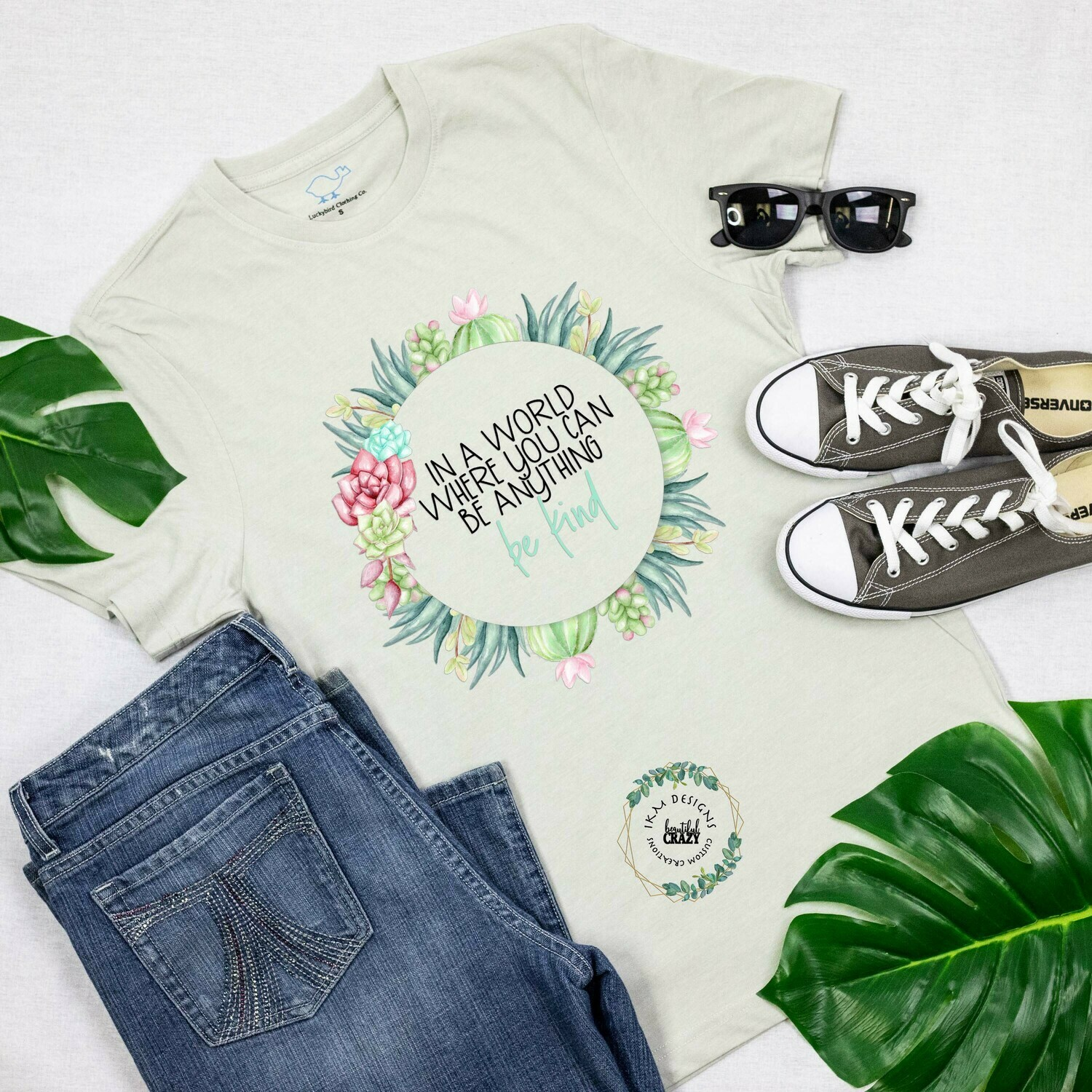 """T-shirt: """"BE Kind"""""""