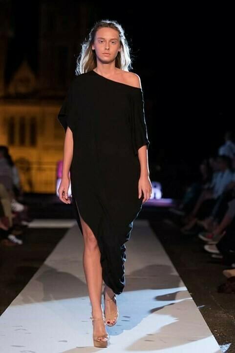 Asimetrična haljina-crna