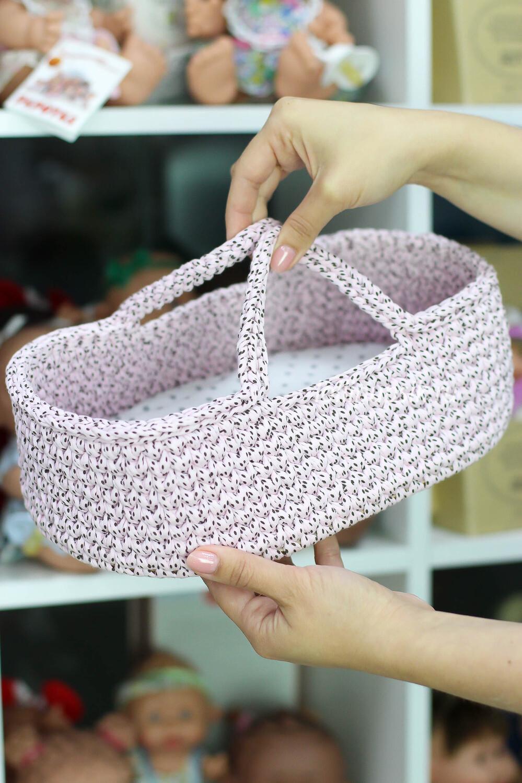 Плетёная переноска для кукол до 26 см, цвет пудровый в мелкий горошек