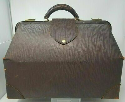 Antique 1800's Early 1900's A19 Leather Doctor Bag Brass Closures Medicine Bag