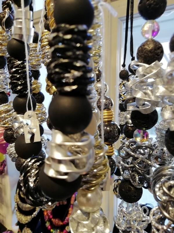 Necklaces with pearls in black or lava pearls - Handmade  by Corinna Kirchhof No. 90