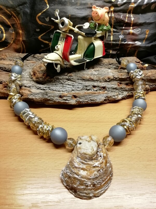 Natural Necklaces with Mussels from the Adriatic Sea Friuli Venezia Giulia - Handmade  by Corinna Kirchhof - Soft azzuro Polaris