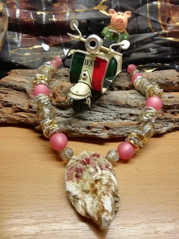 Natural Necklaces with Mussels from the Adriatic Sea Friuli Venezia Giulia - Handmade  by Corinna Kirchhof - Soft coral Polaris
