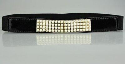 White pearls stretch belt