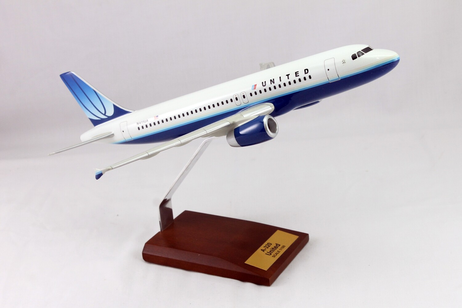 Mastercraft Collection A320 United Airlines Wood Model 1/100