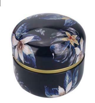 """269010.4 Банка ЦВЕТЫ """"Городские цветы"""" двойная крышка, h=8,5см, d=8,5см, жесть тем.синий"""