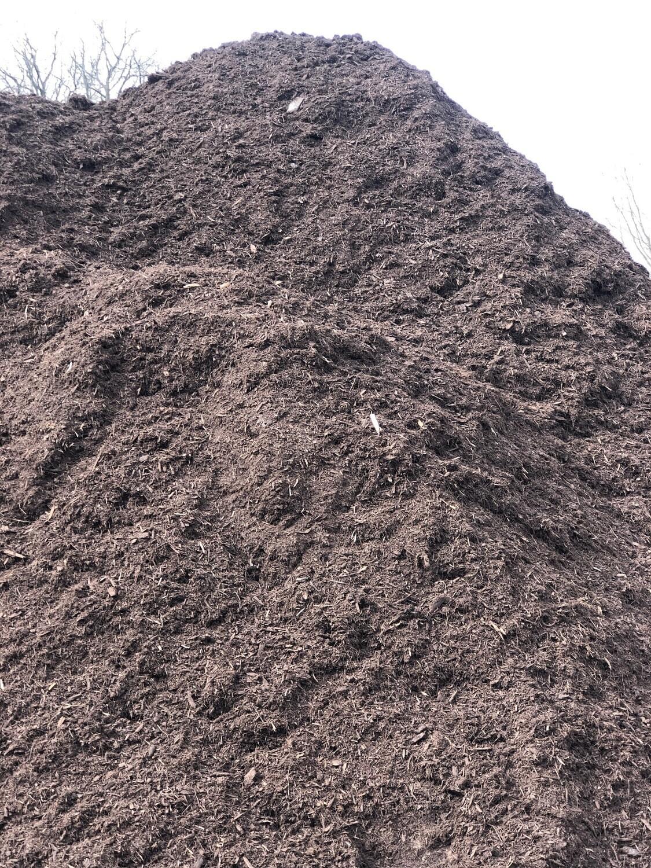 Premium Hardwood Brown Mulch (per yard)