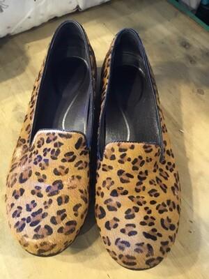 582 Dansko leopard print clogs WMN 39 051320