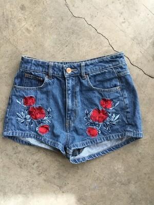 219 h&m coachella denim wmns shorts w/red flowers sz 6 050320