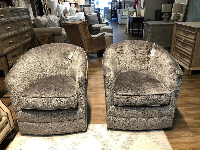 Club Swivel Chair