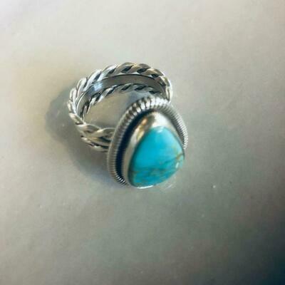Twist Band Teardrop Ring