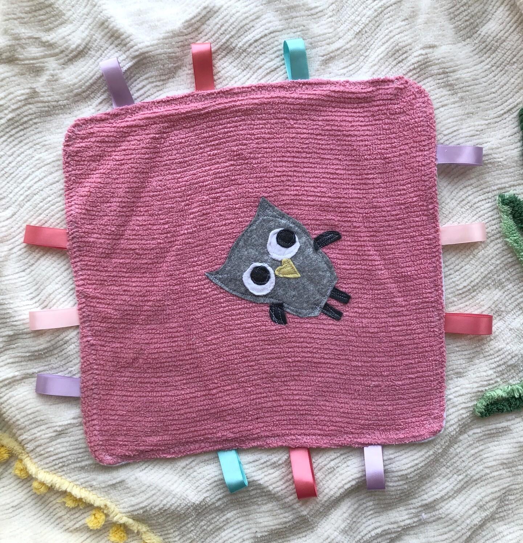 Moxie & Zab - Tag-a-Long Blanket ~ Grey Owl on Pink Chenille
