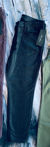 Mavi Tess black snake