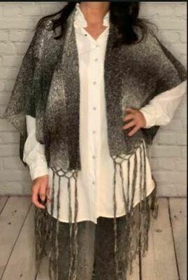 Aratta Austin shawl char