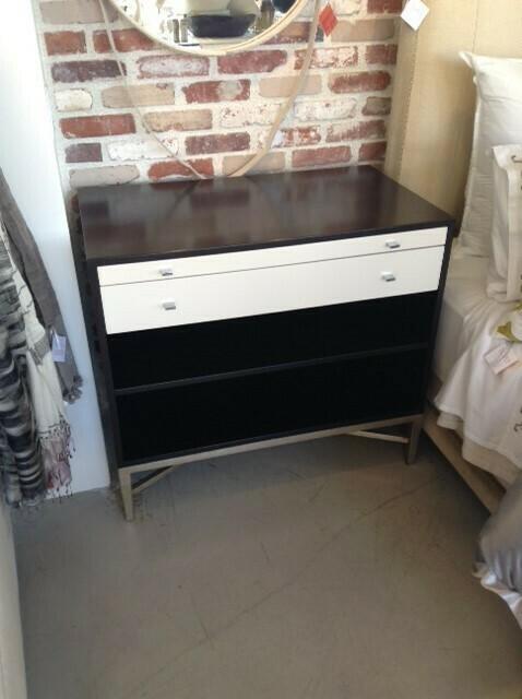 MK400 Moderne Two-Toned Nightstand w/Shelf