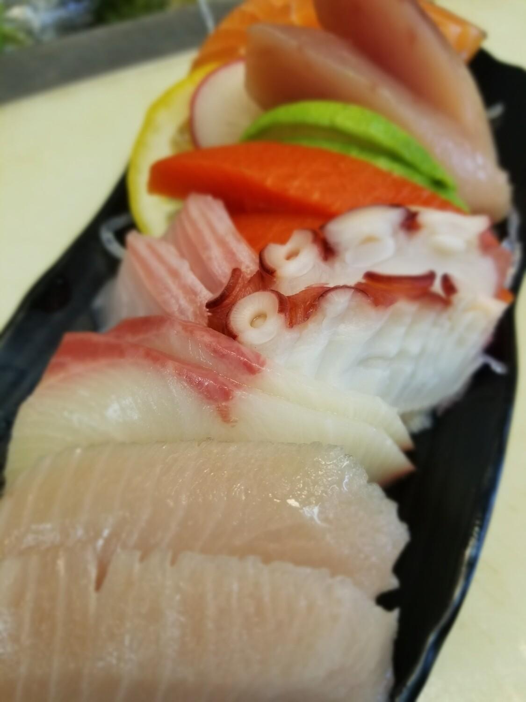 Assorted Sashimi (14pcs)