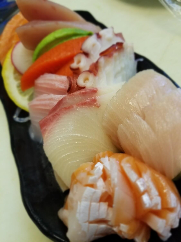 Assorted Sashimi (16pcs)