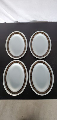 Set of 4 Vintage Pyrex Platters
